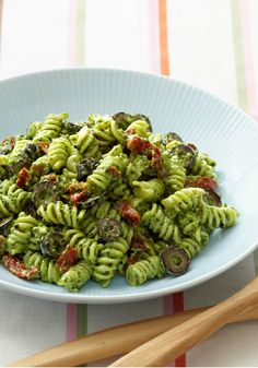 Creamy Pesto Pasta Salad – This easy, Mediterranean-inspired salad recipe is made with rotini pasta, black olives, and sun-dried tomatoes tossed with a creamy pesto dressing.