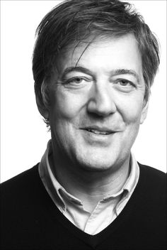 Stephen Fry: British comedian, actor, playwright, poet, and author of THE FRY CHRONICLES. En maker van documentaire The Secret Life of a Manic Depressive, very impressive.