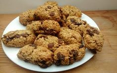 Healthy reipes: Healthy Oat Bars: 4 1/2 cup oats 3 eggs 1 tsp baking powder 1 tsp salt 1/4 cup melted coconut oil 50 grams melted butter 1 1/2 tbsp whole wheat flour totaste raisins, dates or other dried fruit 1 tbsp honey 3 tbsp sugar #Recipes #food #eat #smothie #eating #cooking #snacks #meal #dinner #breakfast #lunch