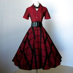 robe Vintage 1950.. .gorgeous rouge & noire LOOMTOGS 2 par traven7