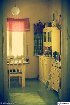 rintamamiestalo,keltainen,keltainen keittiö,keltainen sisustus,värikäs keittiö Living Area, Bed, Furniture, Home Decor, Decoration Home, Stream Bed, Room Decor, Home Furnishings, Beds