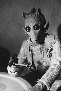 Greedo on the cantina set in Star Wars Aliens, Science Fiction, Star Wars Characters, Star Wars Episodes, Futurama, Star Wars Art, Star Trek, Star Wars Episodio Iv, Starwars