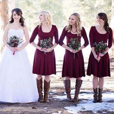 Bouquets de noiva com pinhas. #casamento #bouquet #noiva #damasdehonor #pinhas #inverno
