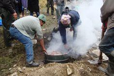 Las comunidades de Rumi Corral celebran la inauguración de la presa que permitirá el acceso a agua para riego.