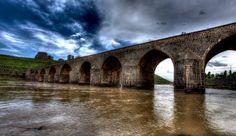 the historical biridge (on gözlü köprü) / diyarbakır / türkiye