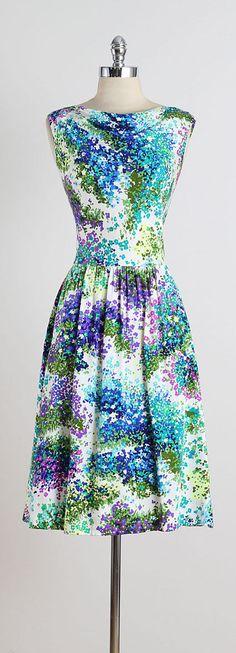 Vintage 1970s does 40s Shirt Dress 50s Day Dress Tea Dress Fall Dress Graphic Print Purple Floral Size Large 1980s Dress 40s Shirt dress