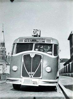 1941. A busz a Cházár András (Szt. Domonkos) utcán megy a Récsey garázsba. Anno Domini, Hungary Travel, Classic Motors, Commercial Vehicle, Budapest Hungary, Historical Photos, Old Photos, Retro, Vehicles