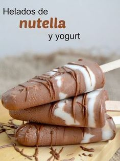 Helados de Nutella y yogurt (Solo 2 Ingredientes! Nutella Brownies, Nutella Popsicles, Coffee Popsicles, Yogurt Popsicles, Yogurt Ice Cream, Frozen Yoghurt, Vegan Ice Cream, Sweet Desserts, Delicious Desserts