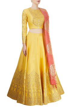 Yellow lengha, perfect for mayoon! Indian Bridal Outfits, Indian Designer Outfits, Indian Dresses, Designer Dresses, Lehenga Designs, Choli Designs, Blouse Designs, Dress Designs, Indian Attire