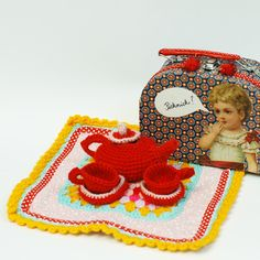 Picnic basket with crochet blanket, teapot and cups - Handmade by Manuela Olten - Juime