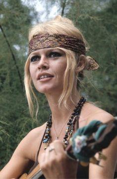 Bridget Bardot-Sag rising-Bridget Bardot – probably the epitome of enduring boho chic. Bridgitte Bardot, Bardot Brigitte, Charlize Theron, Boho Gypsy, Hippie Boho, Hippie Vibes, Festival Woodstock, Divas, Sugarhigh Lovestoned