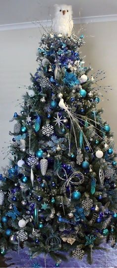 Do with white, clear, & silver ornaments as alternative to blues.