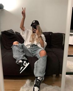 how to style outfits Skater Girl Outfits, Tomboy Outfits, Teenage Outfits, Indie Outfits, Tomboy Fashion, Teen Fashion Outfits, Swag Outfits, Retro Outfits, Grunge Outfits