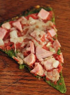 Spinach Crust Pizza Ingredients: Crust 2 cups raw spinach leaves 1 egg (large) 1 cup shredded Kraft Italiano cheese blend spices Crust only: 400 calories, 29 fat, 5 carbs, 32 protein Gluten Free Recipes, Low Carb Recipes, Diet Recipes, Cooking Recipes, Healthy Recipes, Pizza Recipes, Spinach Pizza, Spinach Leaves, Recipes
