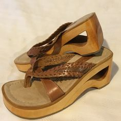 no boundaries Leather with Wooden Heel Sandal 7 no boundaries Willis Tan Leather with wooden heel sandal. Size 7. Style 6104841. Made in Brazil. Soft lining. No trades. Really good condition. No Boundaries Shoes Sandals