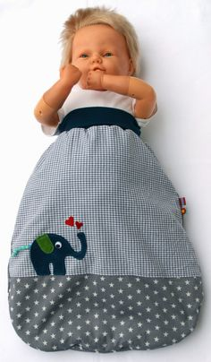 Nadelzauber: Pucksack nach Gratis-Anleitung Nadelzauber: Pucksack nach Gratis-A. Nadelzauber: Pucksack according to free instructions Nadelzauber: Pucksack according to free instructions This Love Sewing, Sewing For Kids, Baby Sewing, Baby Boy Newborn, Baby Kids, Baby Pattern, Diy Bebe, Baby Couture, Sewing Projects For Beginners