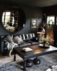 Dark walls and great styling. Dark walls and great styling. The post Dark walls and great styling. appeared first on Pallet Ideas. Dark Living Rooms, Black Living Room, Dark Interiors, Living Decor, Interior Design, Home Decor, House Interior, Home Decor Tips, Apartment Decor