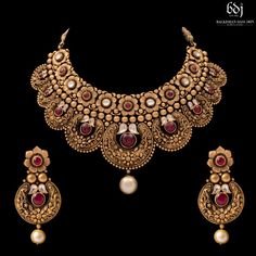 2018 (Album) Kundan Jewellery Set, Gold Jewellery Design, Antique Jewellery, Gold Jewelry, Jewelery, Gold Necklace, Turkish Jewelry, India Jewelry, Bridal Necklace