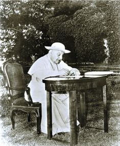 John XXIII — Mystic Pope. A Biography of Blessed Pope John XXIII.