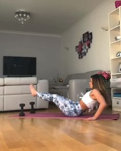The best home workout to tone your core and sculpt your abs. All you need is a set of weights and a yoga mat to perform this fat burning core fitness routine. Fitness Workouts, Gym Workout Videos, Fitness Workout For Women, Fitness Goals, Fitness Tips, Health Fitness, Yoga Workouts, Fitness Planner, Hitt Workout