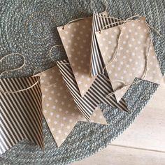 Met het inpakpapier van HEMA pak je niet alleen je cadeautjes in, maar je maakt ook je eigen slingers! #HEMA #cadeaupapier #birthday