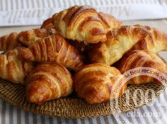 These 15 French Pastries are 'Must-Have(s)' for Every Dessert Lover Pudding Desserts, Custard Desserts, French Croissant, Butter Croissant, Sweet Pastries, French Pastries, Croissants, New York Desserts, Choco Chips