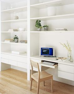 simple and stylish office space Built In Desk, Built In Bookcase, Built Ins, Desk Bookshelf Combo, Home Office Space, Home Office Design, House Design, Interior Architecture, Interior Design