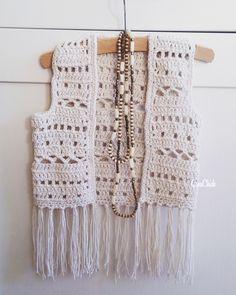Crochet boho vest for a kid. Crochet Vest Pattern, Crochet Coat, Crochet Shawl, Knit Patterns, Crochet Clothes, Free Pattern, Mode Crochet, Crochet Girls, Crochet For Kids
