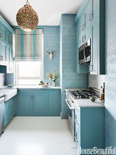 Browse photos of Small kitchen designs. Discover inspiration for your Small kitchen remodel or upgrade with ideas for storage, organization, layout and decor. Kitchen Paint, Kitchen And Bath, New Kitchen, Kitchen Decor, Kitchen Ideas, Aqua Kitchen, Turquoise Kitchen, Kitchen Inspiration, Kitchen Interior