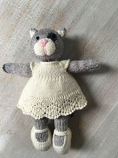 choopy the cat knitting