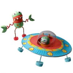 Alien and flying saucer Space Crafts For Kids, Diy For Kids, Space Party, Space Theme, Diy And Crafts, Arts And Crafts, Paper Crafts, Alien Crafts, Astronaut Party