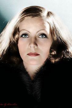 La magistral, magnifica y bella #Actriz de #Hollywood #GretaGarbo en antigua foto...