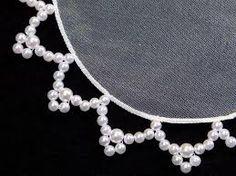 Resultado de imagen para cobre jarra com perolas Beading Projects, Beading Tutorials, Saree Embroidery Design, Music Crafts, Doilies, Seed Beads, Sewing Crafts, Pearl Necklace, Pearls