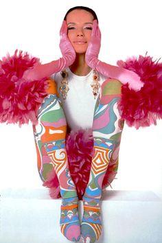 Veruschka wears Cora Thomas Design/ photografed by Irving Penn, 1965 1960s Fashion, Timeless Fashion, Fashion Models, Fashion Beauty, Vogue Beauty, Fashion Designers, Patti Hansen, Lauren Hutton, Divas