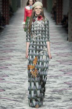 Gucci Spring 2016 Ready-to-Wear Fashion Show - Viola bravo Alessandro Michele!!