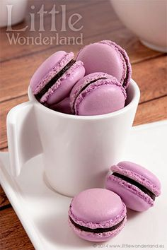 Macarons de chocolate negro y lavanda | Dark chocolate and lavender macarons