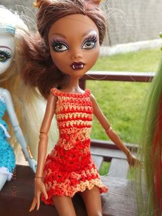 Vestido de crochet. Hecho a mano. Crochet Monster High, Monster High Doll Clothes, Ever After, Barbie Clothes, Doll Patterns, Crochet Clothes, Beautiful Outfits, Etsy, Sew