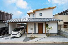 漆喰と軒天が木のレイクビューな家