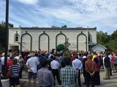 Hundreds Gather At Louisville Mosque To Paint Over Hateful Graffiti