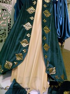 Edwardian Dress, Bed Runner, Kurtis, Paper Design, Diy Clothes, Embroidery Designs, Bomber Jacket, Sari, Fancy