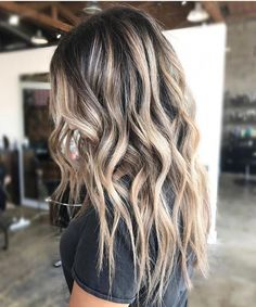 Lange Haare mit Locken und blonden Balayage Highlights Long hair with curls and blond balayage highl Blonde Balayage Highlights, Hair Color Balayage, Thick Highlights, Straight Hair Highlights, Balayage Hair Brunette With Blonde, Hair Bayalage, Blonde Curls, Blonde Ombre, Haircolor