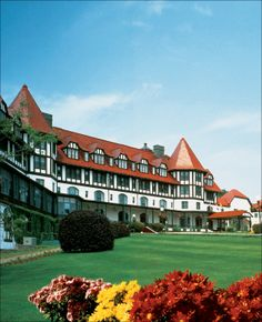 The Algonquin Hotel in Saint Andrews, New Brunswick Algonquin Resort, Algonquin Hotel, Haunted Hotel, Haunted Places, Abandoned Places, East Coast Canada, East Coast Tours, Best Places To Travel, Places To See