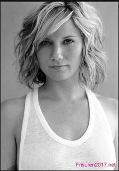 23 Chic Medium Hairstyles for Wavy Hair - Styles Weekly - Mechthild K. - 23 Chic Medium Hairstyles for Wavy Hair - Styles Weekly Medium Wavy Hairstyle: Summer Haircuts for Women Over love this style that Jennifer nettles is sporting! Wavy Bob Haircuts, Summer Haircuts, Haircut Short, Hairstyle Short, Lob Haircut, Fade Haircut, Elsa Hairstyle, 2018 Haircuts, Straight Haircuts