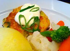 Saftige fiskekaker av torsk Norwegian Food, Flank Steak, Eggs, Fish, Meat, Chicken, Vegetables, Breakfast, Skirt Steak