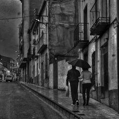 Andando bajo la lluvia