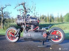 Unlike the legendary sea vessel of the silver screen, this Black Pearl is a land vehicle running on a steam engine. Constructed by Dutch company Revatu Customs, the two-wheeled locomotive is actually a proper, fully functioning motorcycle. Custom Motorcycle Shop, Motorcycle Mechanic, Motorcycle Travel, Custom Motorcycles, Custom Bikes, Steampunk Motorcycle, Automobile, Power Bike, Rear Wheel Drive