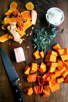 butternut squash sauce ingredients for a yummy sounding Rotini with Butternut-Sage Sauce. Butternut Squash Pasta, Spaghetti Squash, Le Chef, How To Cook Pasta, Pasta Dishes, A Food, Food Processor Recipes, Vegetarian, Stuffed Peppers
