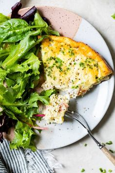 This easy Crustless Quiche Lorraine with bacon and Gruyere is a lighter take on the classic, made lighter without the crust. #quiche Quiche Recipes, Brunch Recipes, Diet Recipes, Breakfast Recipes, Cooking Recipes, Healthy Recipes, Breakfast Ideas, Cleaning Recipes, Breakfast Club