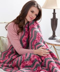 Like the colors. Playful Ripples Throw Crochet Pattern-Girls of all ages will enjoy relaxing with these feminine pink tones! Crochet this easy pattern as shown, or use more masculine shades of blues or browns for the guys you love. Crochet Ripple, Crochet Afgans, Crochet Motifs, Manta Crochet, Crochet Stitches, Ripple Afghan, Crochet Home, Love Crochet, Crochet Crafts