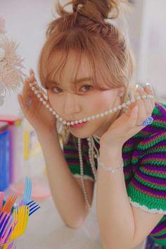 South Korean Girls, Korean Girl Groups, Wendy Red Velvet, Seulgi, Make Me Smile, Rapper, Joy, Beauty, Booklet